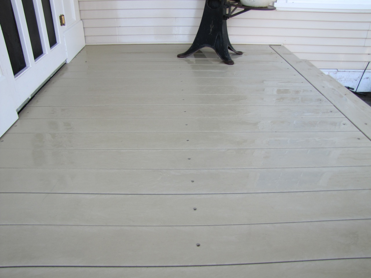 Perma-Deck-Recycled-Plastic-Lumber-after-Power-Washing1
