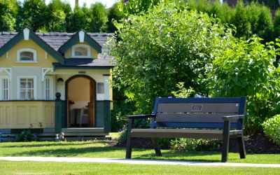 Rutherford-Wide-Body-Bench-at-the-Central-Okanagan-Hospice-House-in-Kelowna-BC