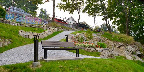Wishbone-Larson-Park-Bench-Front-View-in-Nelson-BC